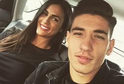 Bạn gái Hector Bellerin đến tận Nou Camp cổ vũ cho Arsenal