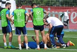 Ronaldo gây hốt hoảng khi dính chấn thương trên sân tập