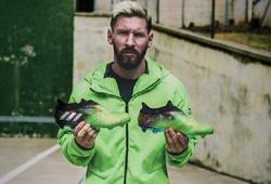 Adidas tặng giày cho Messi: Không đơn giản là một món quà
