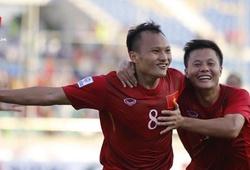 Video: Trọng Hoàng mang về 3 điểm cho Việt Nam trước Malaysia