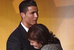 """Ronaldo: """"Không có người bảo vệ mẹ thì con không yên tâm"""""""