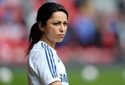 Nữ bác sĩ Eva Carneiro: Bỏ bóng đá, về quê làm việc