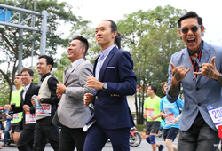 Cosplay in Suit: Văn hóa chạy bộ đẹp mắt ở HCMC Marathon 2018