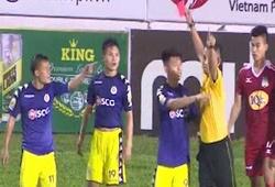 """Video: Cận cảnh Lương """"dị"""" và HLV Chu Đình Nghiêm phản ứng quyết định của trọng tài"""