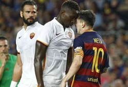 """""""Messi bóp cổ cầu thủ Roma là bình thường"""""""