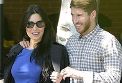 """Bạn gái mang bầu, Ramos ra ngoài """"ăn vụng"""""""