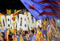 Barca mất kiên nhẫn với án phạt của UEFA