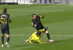 Cận cảnh Messi bị phạm lỗi thô bạo dẫn đến thẻ đỏ