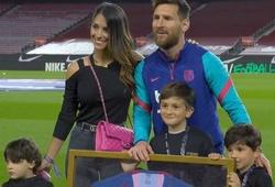 Messi được vinh danh kỷ lục với Barca bên cạnh gia đình