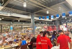 Bữa trưa đầu tiên tại nhà ăn 4300 ghế của đoàn Việt Nam dự Olympic 2021