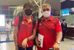 Quách Thị Lan và thầy ngoại làm thủ tục sang Nhật thi đấu Olympic 2021