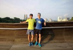 """Hai """"dị nhân"""" làng chạy Việt hỏi xoay đáp xoáy về thử thách chạy 160km trên máy"""