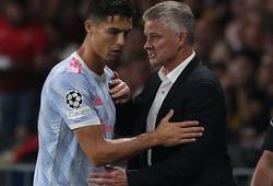 HLV MU đáp trả Rio Ferdinand về hành động của Cristiano Ronaldo