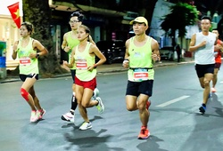 """VĐV phong trào chạy marathon cùng """"elite"""" tuyển quốc gia"""