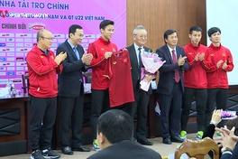 """Lần đầu tiên trong lịch sử trận """"nội chiến"""" của bóng đá Việt Nam có nhà tài trợ"""