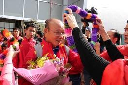 Tuyển Việt Nam được chào đón nồng nhiệt khi đặt chân đến UAE