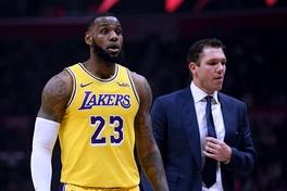 Hậu chia tay LeBron James, HLV Luke Walton dính vào vụ bê bối tình dục
