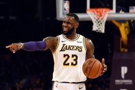 Lạ đời chuyện Los Angeles Lakers vẫn sử dụng người đã từ chức để tuyển siêu sao cho LeBron James