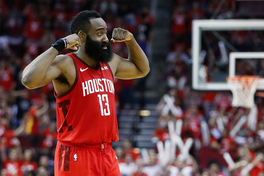 """Vào NBA Playoffs, James Harden thủ """"xịn"""" thế này mà ai cũng nói anh chỉ biết tấn công"""