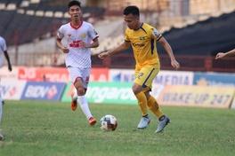 HLV Nam Định chỉ ra yếu tố giúp đội nhà cầm hòa ngay trên sân SLNA