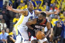 Nhìn lại đoạn kết điên rồ của NBA Playoffs Game 1 giữa Houston Rockets và Golden State Warriors