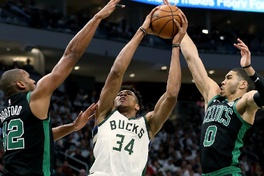 Video Milwaukee Bucks 123-102 Boston Celtics (NBA ngày 1/5)