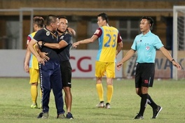 """Phản ứng gay gắt trọng tài, Hà Nội FC sẽ bị """"mất tướng"""" khi tiếp HAGL?"""