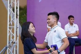 """Strong Vietnam: Quang Hải thi tâng bóng, Duy Mạnh """"sấp mặt"""" vì được tổ chức sinh nhật sớm"""