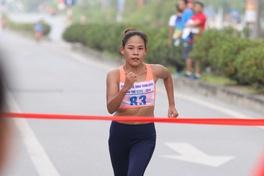 """""""Nữ hoàng đi bộ"""" Nguyễn Thanh Phúc: Giọt nước mắt chảy ngược và """"ván bài"""" vì con"""