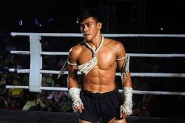 Bỏ đối kháng, Nguyễn Trần Duy Nhất thử sức với nội dung biểu diễn quyền thuật Muay Thai