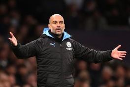 """Guardiola """"nhốt"""" học trò trong phòng thay đồ sau thất bại của Man City"""