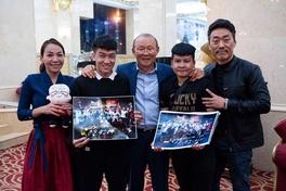 HLV Park Hang-seo lì xì may mắn hai võ sĩ sắp tranh đai WBO châu Á