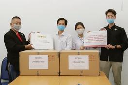 """Chiến dịch """"XIN CẢM ƠN"""" trao nhu yếu phẩm đợt 4: Y bác sĩ cảm động vì món quà thiết thực của CROCS"""