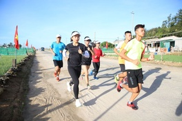 Lời khuyên của nhà VĐ SEA Games Nguyễn Thị Oanh với các runners tại Lý Sơn