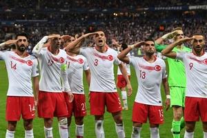 Điểm tựa tinh thần cho Thổ Nhĩ Kỳ trước khi đối mặt Xứ Wales