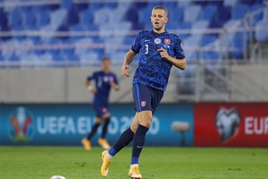 Nóng: Hậu vệ ĐT Slovakia ở Euro 2021 dương tính với COVID-19