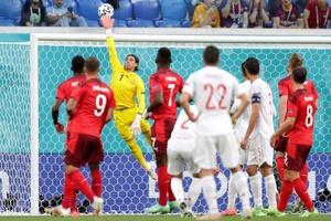Kết quả Thụy Sĩ 1-1 Tây Ban Nha (PEN: 1-3): La Roja nhọc nhằn vào bán kết