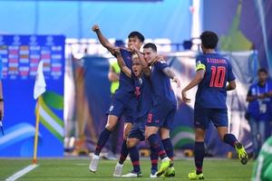 """Đánh bại tuyển Bahrain, """"Messi Thái Lan"""" nói lời mật ngọt động viên đồng đội"""
