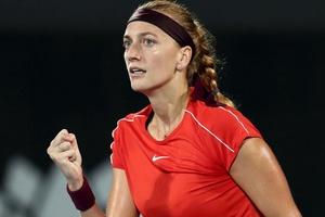 """Top 5 cú đánh ấn tượng của """"Mỹ nhân ngực khủng"""" Petra Kvitova tại Sydney International 2019"""