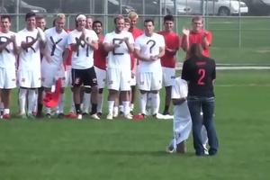 Ngày Valentine: 1001 cách cầu hôn của cầu thủ bóng đá