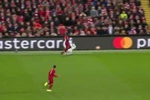 Người hâm mộ Liverpool la ó sao trẻ Bayern vì hành động kém fair-play