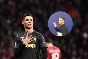 Ronaldo chế nhạo CĐV Atletico Madrid trong ngày Juventus bại trận
