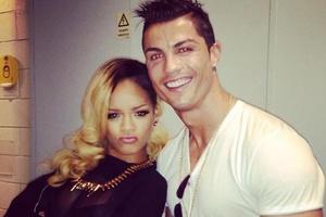 Khi Neymar, Ronaldo, Messi và ngôi sao bóng đá khoe giọng hát - Phần 2