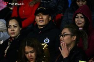 """Bùi Tiến Dũng """"ngắm nhìn"""" CLB Hà Nội đè bẹp Quảng Ninh ở trận ra quân V.League 2019"""