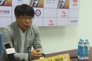 """HLV người Hàn Quốc của Viettel phản bác """"bắt chước"""" lối chơi của HLV Park Hang Seo"""