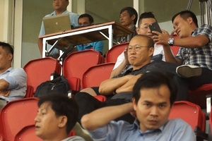 HLV Park Hang Seo phản ứng bất ngờ khi Quế Ngọc Hải nhận thẻ đỏ