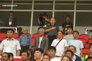 Khoảnh khắc lay động hàng triệu trái tim NHM Việt Nam của HLV Park Hang Seo tại V.League 2019