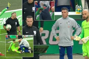 Lý do khó tin về việc thủ môn Kepa từ chối rời sân ở chung kết Chelsea vs Man City