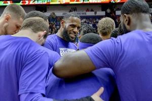 """Nhân sự cấp cao NBA khẳng định LeBron James chính là người """"giết chết"""" sự đoàn kết ở LA Lakers"""