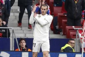 """Sống tách mình ở Real Madrid, Gareth Bale bị các đồng đội """"ném đá"""""""